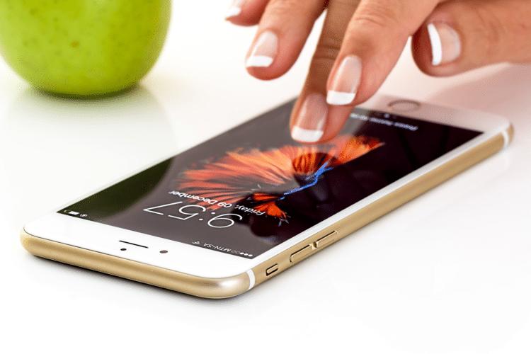Smartphone tactile proposant des applications mobiles